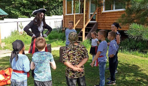 Устроив ребенку день рождения в стиле пиратов